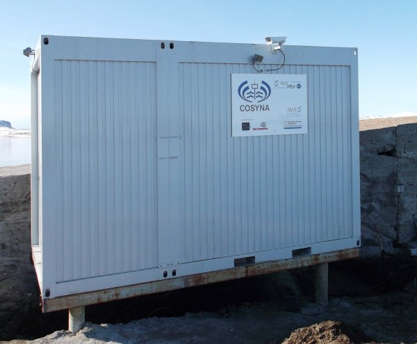 Insulated FerryBox container on stilts