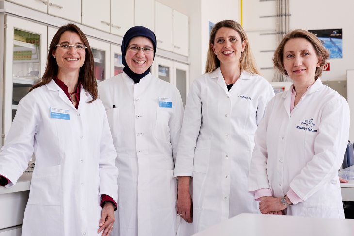 From left to right: Birte Cirotzki, Ümmü Gülsüm Öztürk, Dr. Sabine Mendach and Natalya Grohn from the Quantensprung. Photo: HZG/Christian Schmid