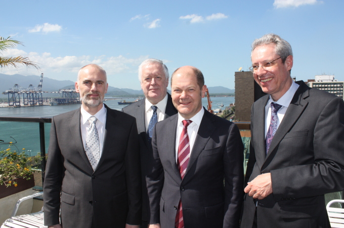 HZG Institute Directors Norbert Huber and Hans von Storch, Mayor Olaf Scholz, Head of the State Office Stefan Herms