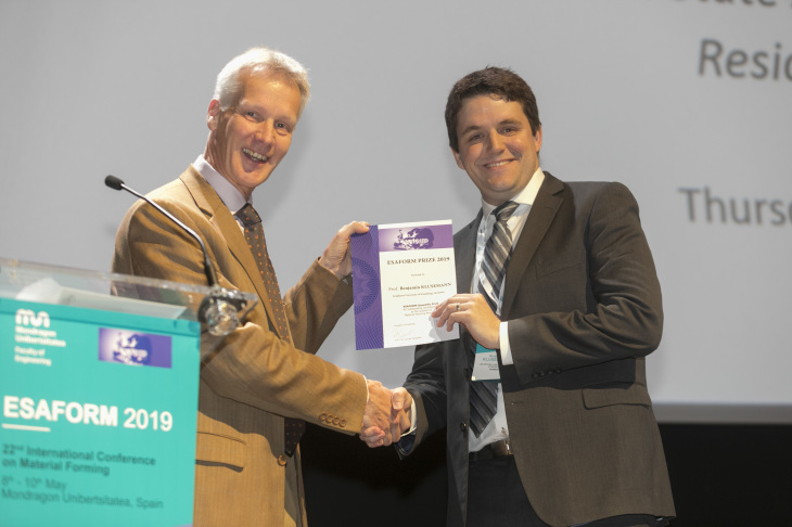 The President of ESAFORM, Prof. Ton van den Boogaard (left), hands over the certificate to Prof. Benjamin Klusemann (right).