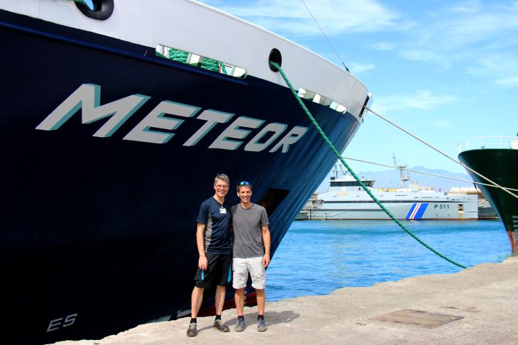 Prof. Dr. Arne Körtzinger (GEOMAR) and Prof. Dr. Burkard Baschek (HZG) in front of the research vessel METEOR in the port of Mindelo.