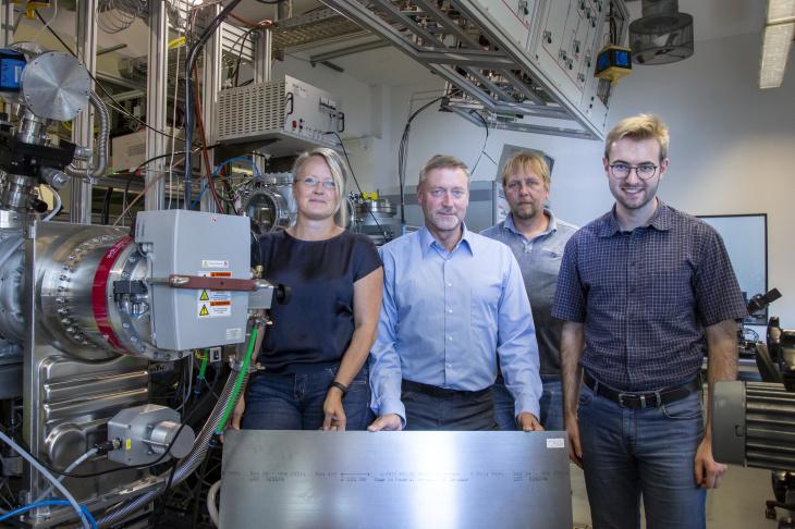 Dr. Angela Kruth, Prof. Klaus-Dieter Weltmann, Uwe Lindemann and Dr. Marcel Wetegrove with steel material