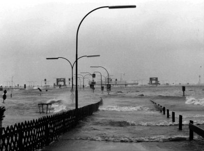 Severe storm surges also occurred after 1962. In 1976 the ferry dock in the harbour of Wyk auf Föhr was completely submerged by storm surge waves.
