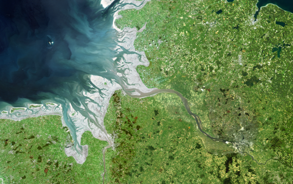 The mouth of the Elbe from Cuxhaven to Geesthacht (Image editing: Brockmann Consult GmbH © 2003; original data Landsat 7ETM © Eurimage 2002)..