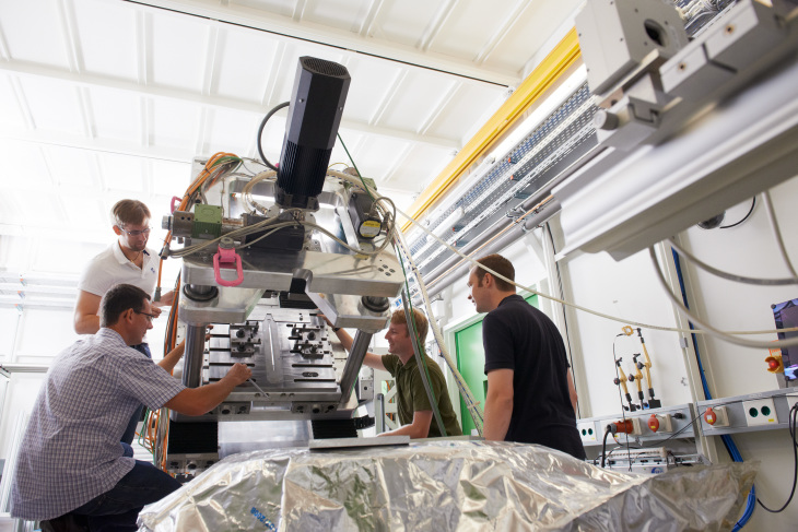 HZG scientists at the beamline
