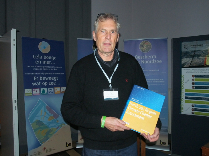 Prof. Dr. Markus Quante with the newly published book of the NOSCCA North Sea Climate Report